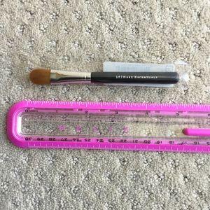 Bare Escentuals Makeup - Bare Escentuals maximum coverage concealer brush